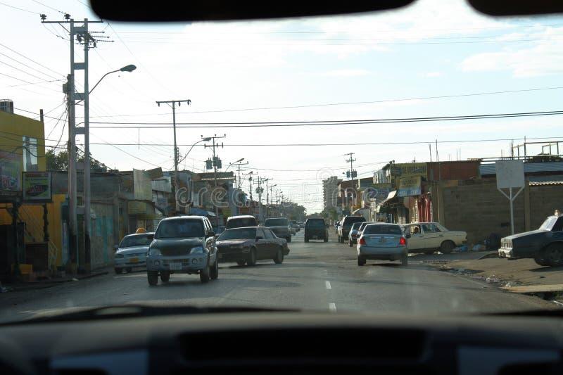 充分街道交通在Cumana市 库存照片