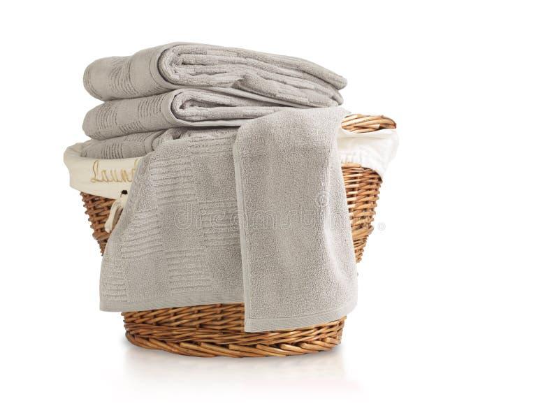 充分洗衣篮毛巾 图库摄影