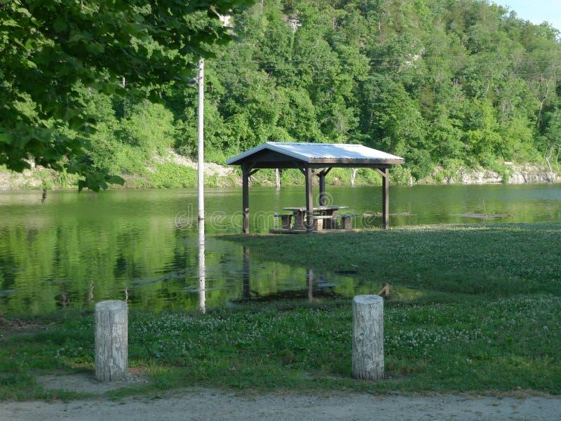 充斥在西南密苏里,公牛Shoals湖 库存照片