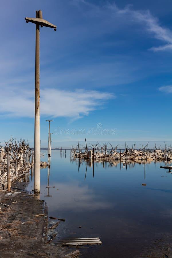 充斥城市的Epecuen湖 房子的破坏由于洪水 免版税库存照片