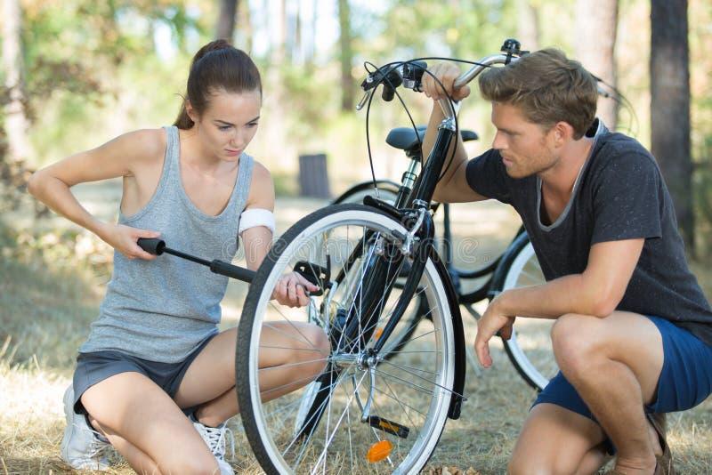 充气自行车轮胎 免版税库存图片
