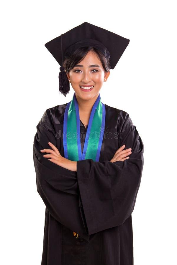 充满信心地摆在可爱的女性的毕业生画象,i 库存图片