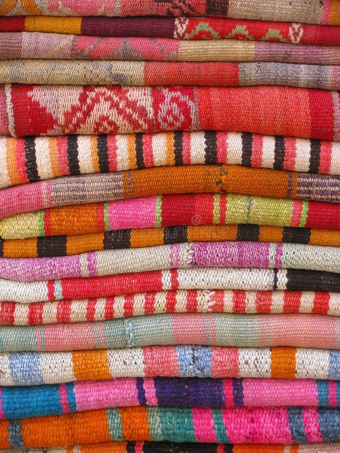 充满活力五颜六色的织品 免版税库存照片