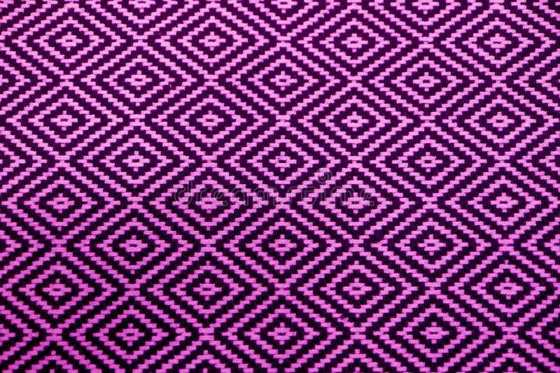 充满活力的紫色和黑种族样式织品正面图背景的 免版税图库摄影