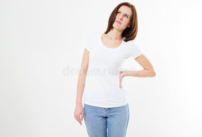充满背部疼痛的年轻深色的女孩在白色背景,遭受的妇女 免版税库存照片