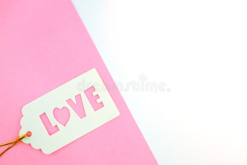 充满题字爱的白色礼物标记 库存图片