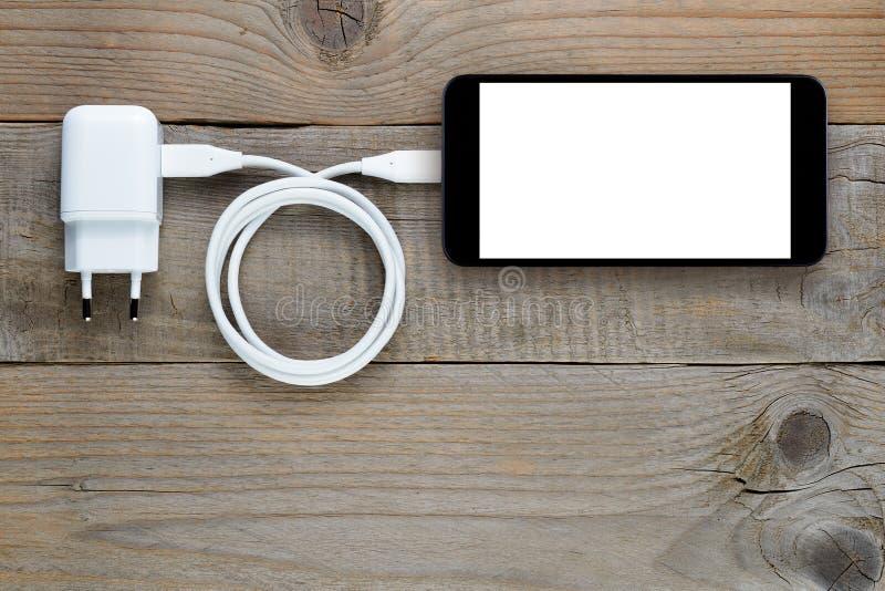 充电器和智能手机 免版税库存图片