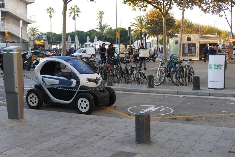 充电在驻地的电车在巴塞罗那西班牙2015年11月 免版税库存图片