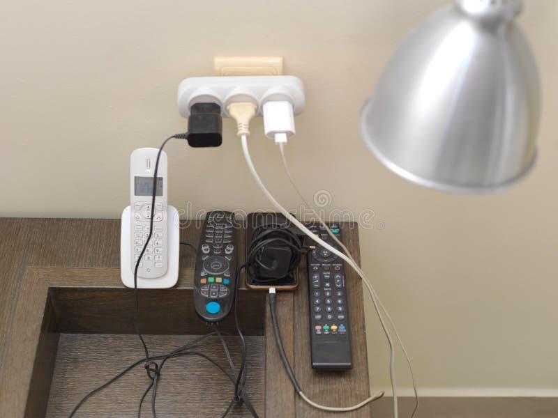 充电的家庭现代设备 免版税图库摄影