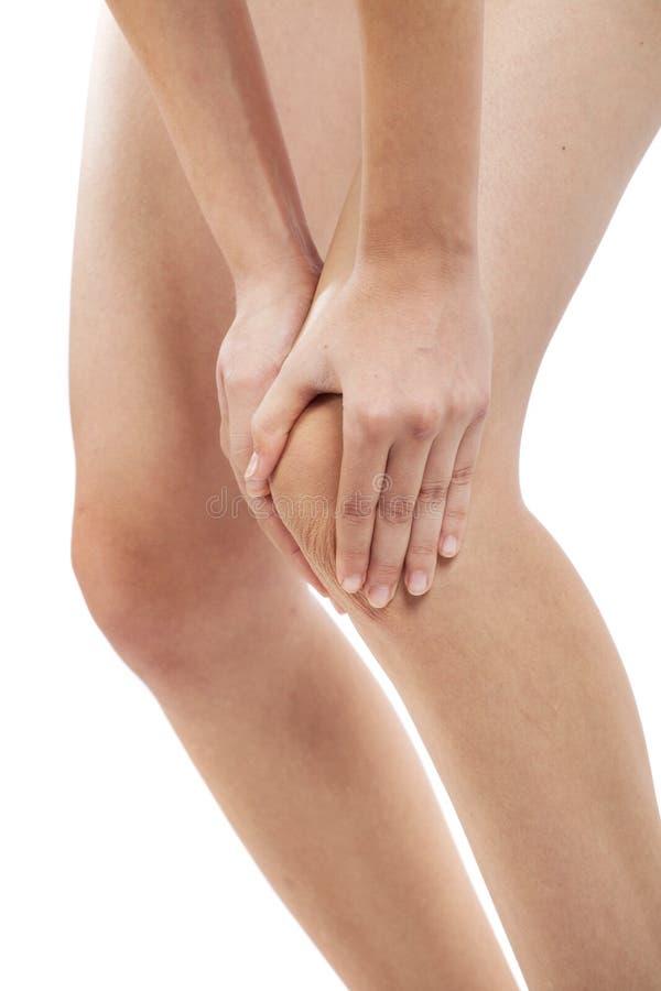 充满膝盖痛苦的妇女 库存图片