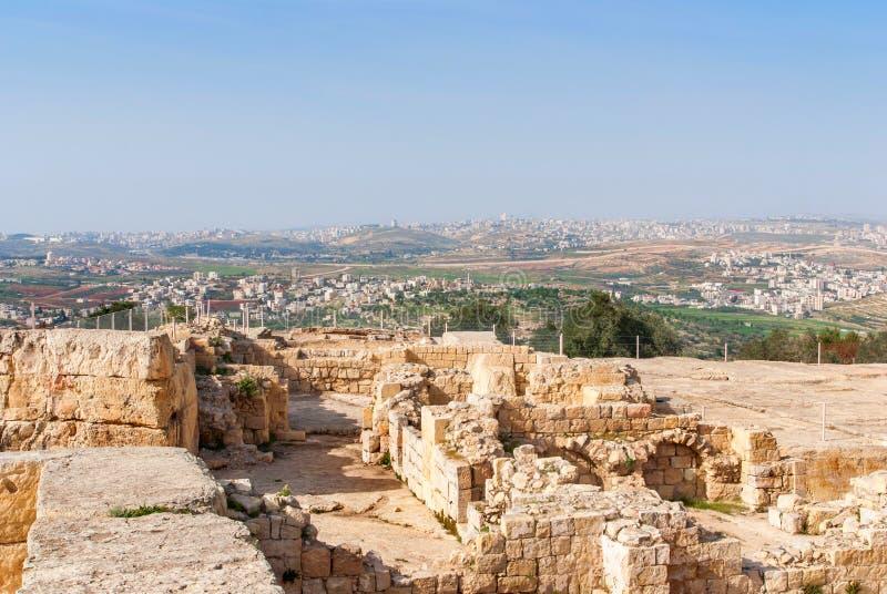 先知撒母耳的坟茔在耶路撒冷附近的,在犹太沙漠, 库存照片