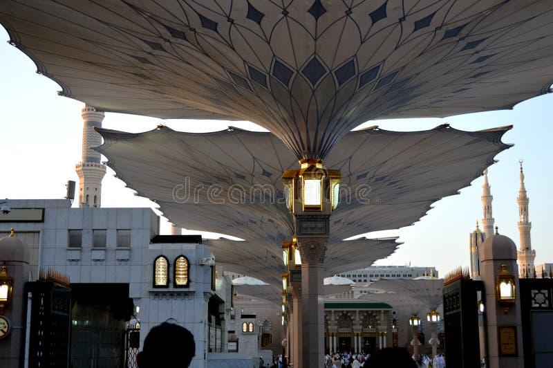 先知穆罕默德清真寺在Madinah AlMasjid An-Nabavi 伟大的伊斯兰教的清真寺在沙地阿拉伯航空阿拉伯半岛中 免版税库存照片