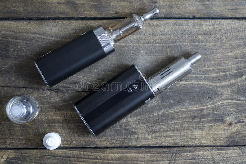 先进的个人蒸发器或e香烟 免版税库存照片