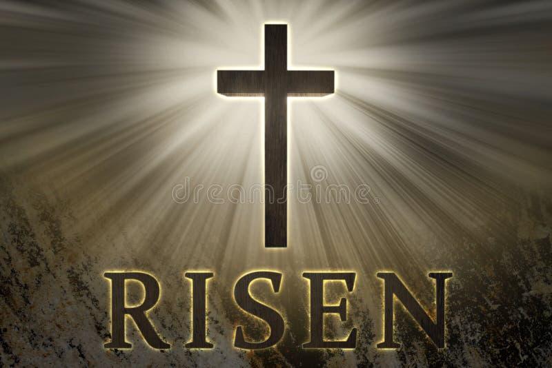 光和上升的文本围拢的耶稣基督十字架在岩石背景复活节的 免版税图库摄影
