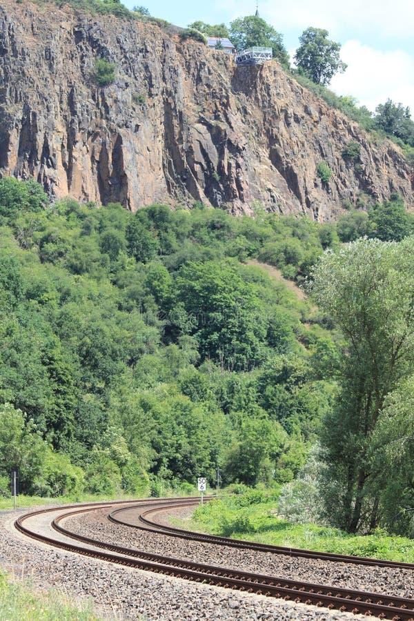 Download 光在最后隧道的 库存照片. 图片 包括有 铁路, 乘客, 自然, 通途, 运费, 通过, 线索, 培训, 铁路运输 - 72368768