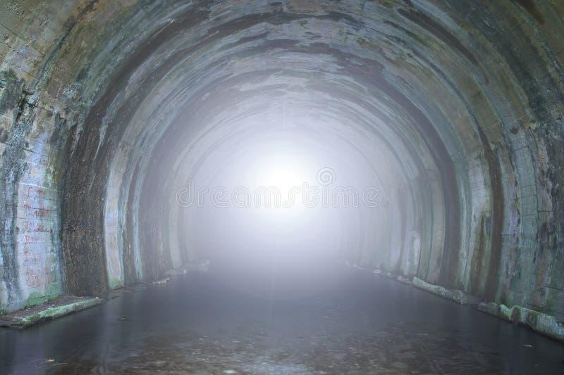 光在隧道的末端 免版税库存照片