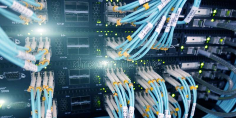 光导电缆特写镜头 网络设备技术、光纤缆绳和开关 免版税库存图片