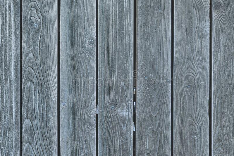 光滑的灰色委员会篱芭  与老木头纹理的背景  库存照片