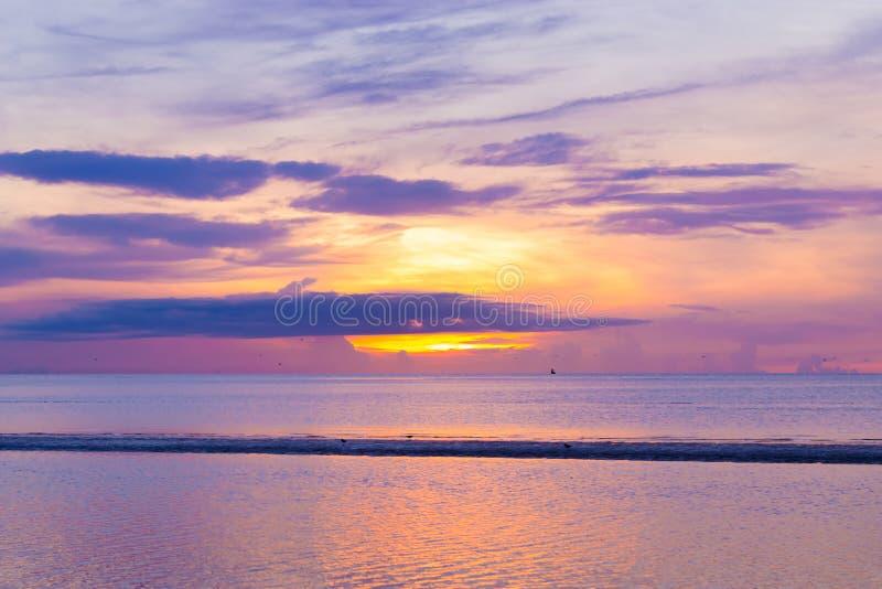 光的力量一明亮的新的天的早晨 库存照片