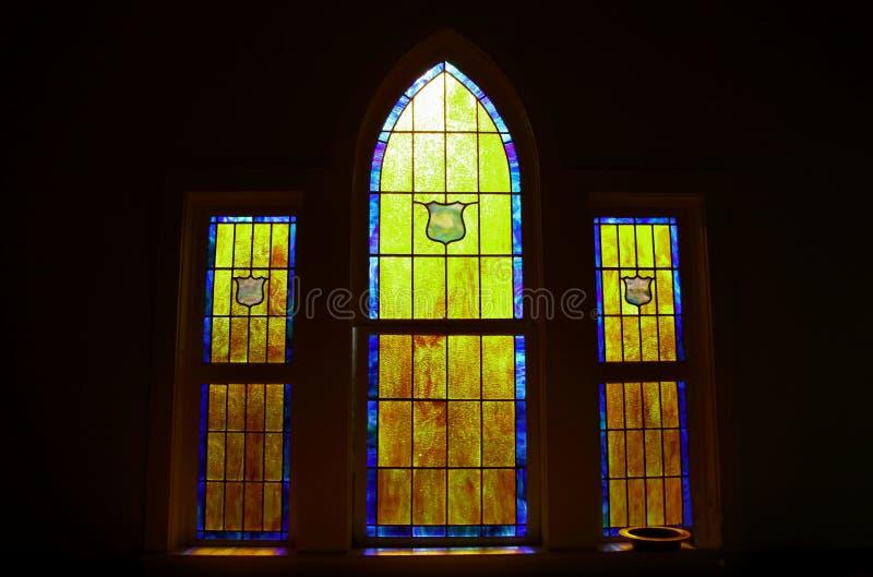光通过教会污迹玻璃窗 库存照片