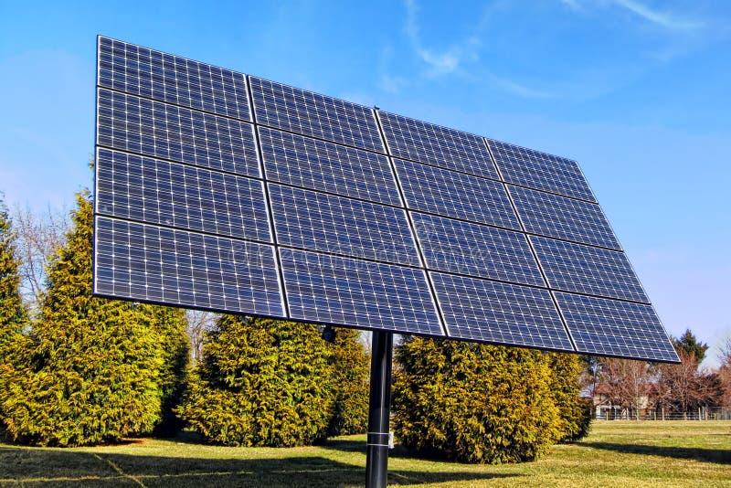 光致电压的电能太阳电池板列阵 免版税库存照片