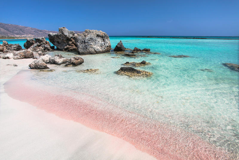 克利特海岛海岸在希腊 著名Elafonisi桃红色沙子海滩  库存图片