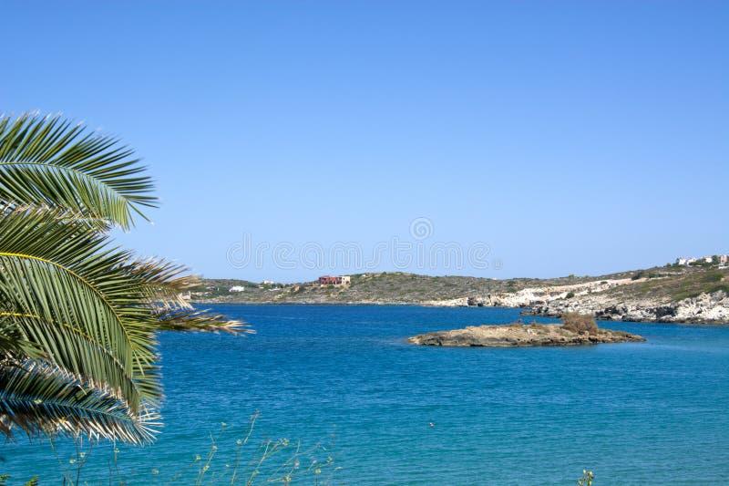 克利特,希腊,一美好的好日子美丽的接合和岩石海岸  免版税库存图片