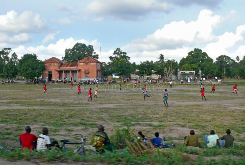 克利马内,莫桑比克- 2008年12月7日:足球比赛。 库存照片