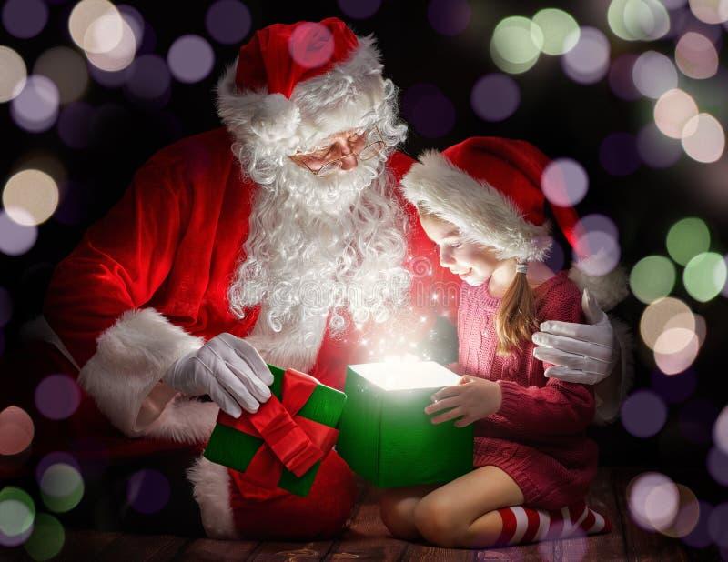 克劳斯女孩小圣诞老人 库存图片