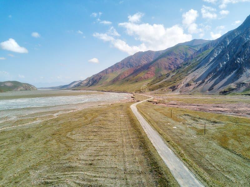 克孜勒在吉尔吉斯斯坦和塔吉克斯坦之间的艺术通行证,采取在奥格斯 库存照片