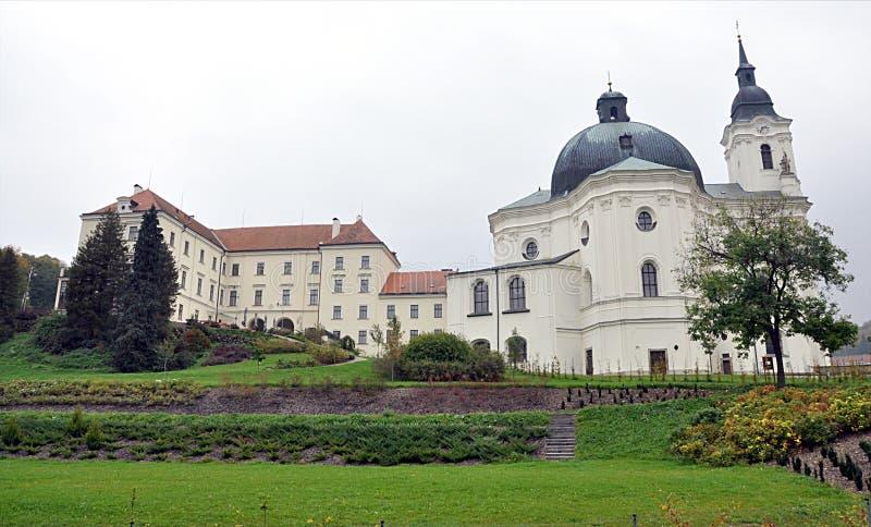 巴洛克式的教会,村庄Krtiny,摩拉维亚,捷克,欧洲 免版税图库摄影