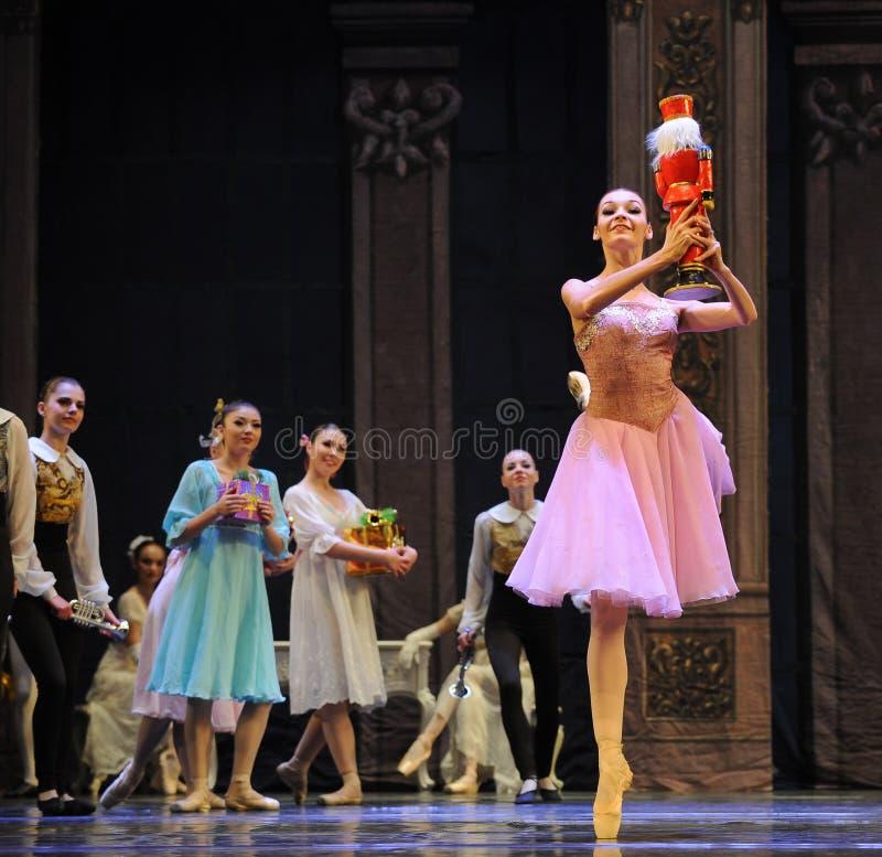 克拉拉多数喜欢玩偶这芭蕾胡桃钳 免版税库存图片