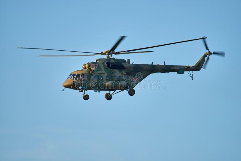 克拉斯诺达尔,俄罗斯- 2019年5月:直升机MI-8北约-熟悉内情的品行训练飞行 库存图片