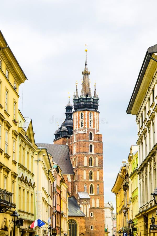 克拉科夫,波兰- 2019年5月21日:克拉科夫 圣玛丽的教会和集市广场 库存图片