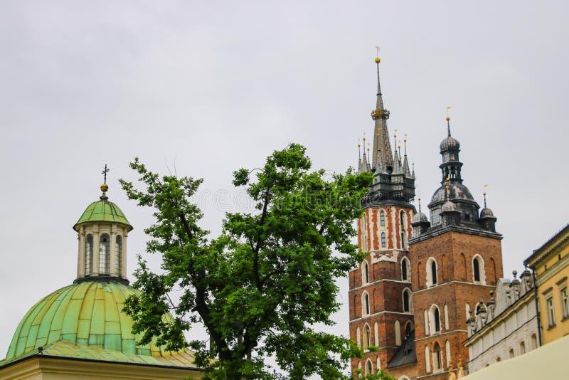 克拉科夫,波兰- 2019年5月21日:教会和教会Spiers克拉科夫的老部分的 免版税库存图片