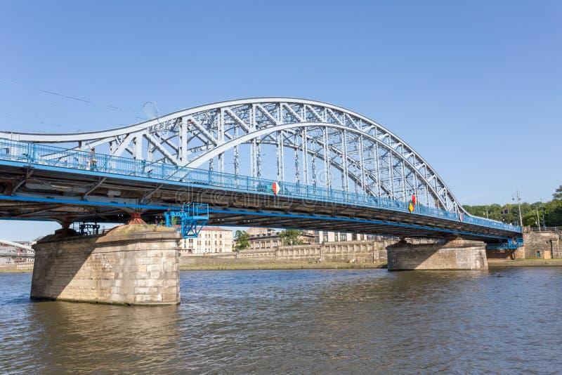克拉科夫,波兰- 2018年6月9日 在维斯瓦河的约瑟夫・毕苏斯基桥梁在克拉科夫 免版税库存图片