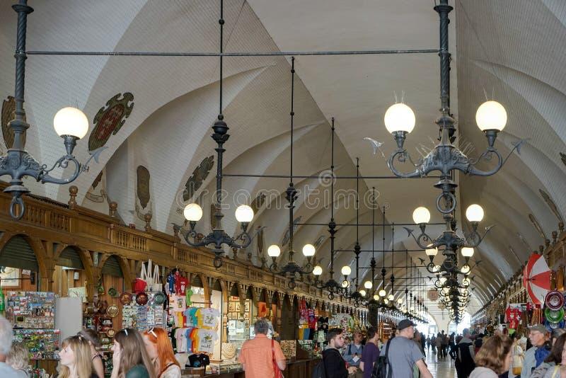 克拉科夫, POLAND/EUROPE - 9月19日:布料霍尔在克拉科夫 免版税库存照片
