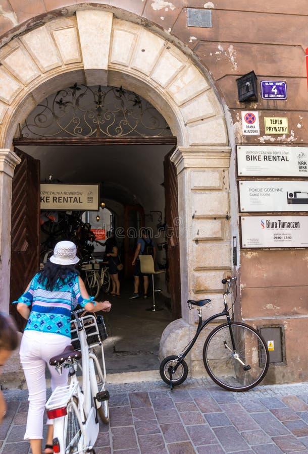 克拉科夫(克拉科夫) -骑自行车租务 免版税库存照片