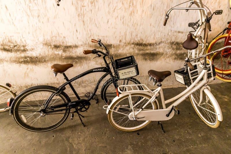 克拉科夫(克拉科夫) -骑自行车租务 库存图片