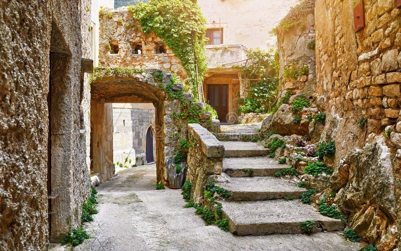 克罗地亚伊斯特拉半岛 古老被放弃的中世纪镇Plomin 库存图片