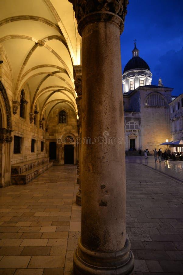 克罗地亚杜布罗夫尼克市 夜视图,城镇厅门廓 免版税图库摄影