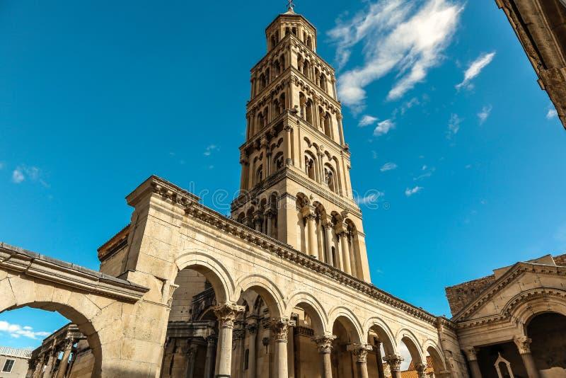 克罗地亚达尔马提亚著名遗产老站点分开的城镇科教文组织世界 Diocletian ` s宫殿 库存照片