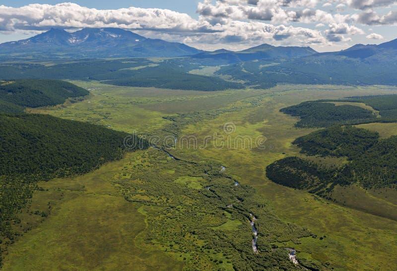 克罗诺基火山在堪察加半岛的自然保护 从直升机的看法 免版税图库摄影