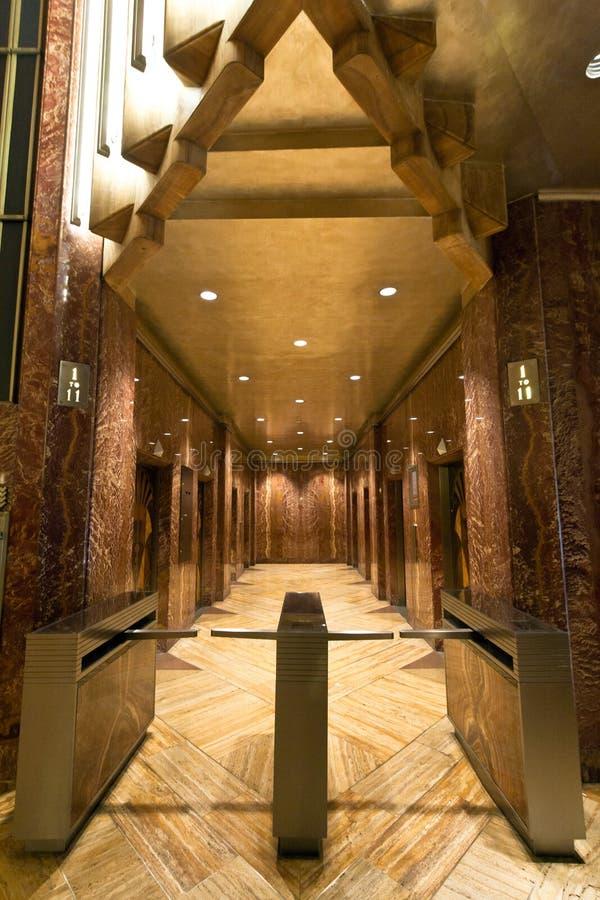 克莱斯勒大厦大厅和电梯 免版税库存图片