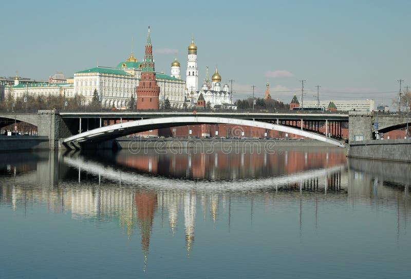 克里姆林宫、莫斯科和反射在莫斯科河 库存图片