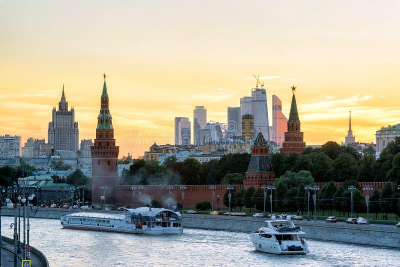 克里姆林宫和莫斯科河日落的 图库摄影