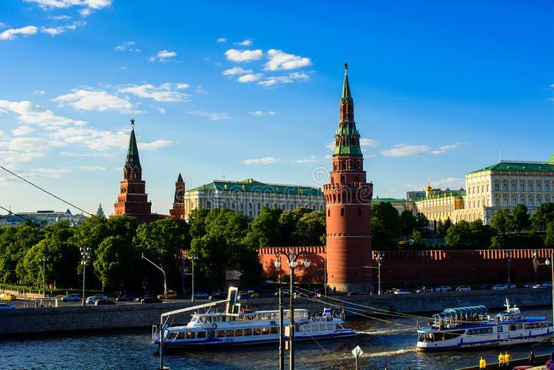 克里姆林宫和莫斯科河 库存照片