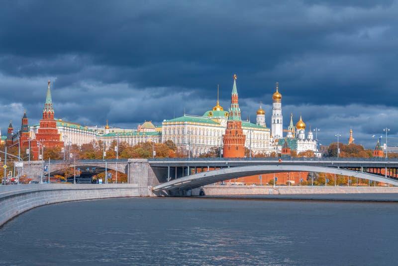 克里姆林宫和Moskva河全景 免版税库存照片