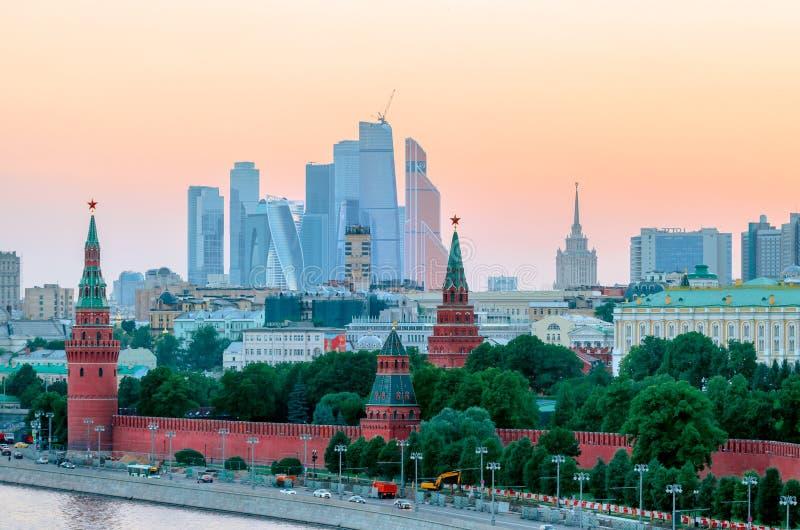 克里姆林宫惊人的看法在日落,莫斯科,俄罗斯的夏天 免版税库存图片