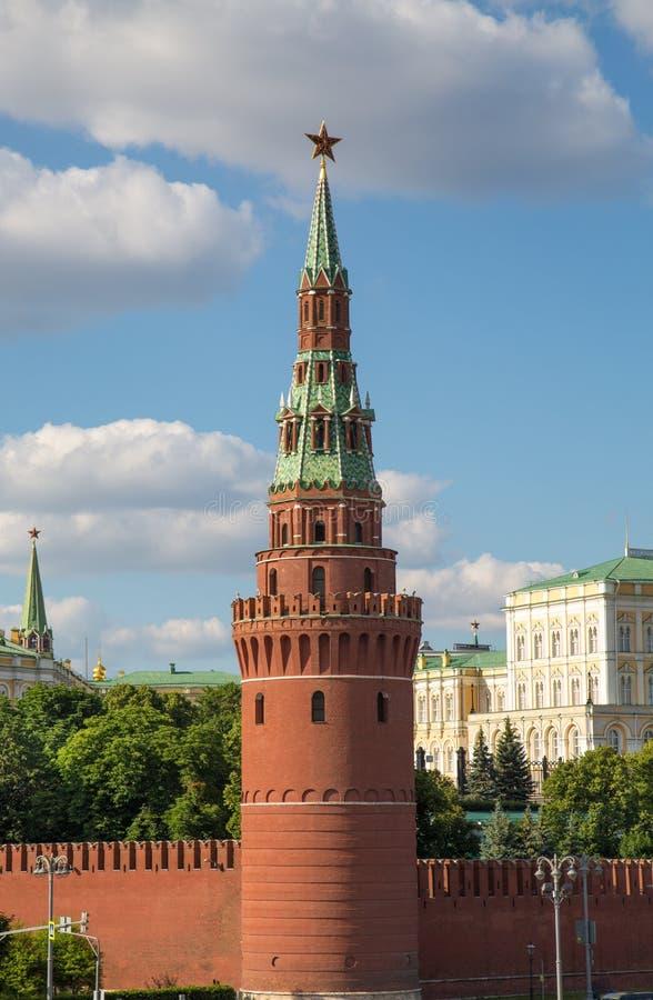 克里姆林宫的Vodovzvodnaya塔的看法在一清楚的好日子 图库摄影